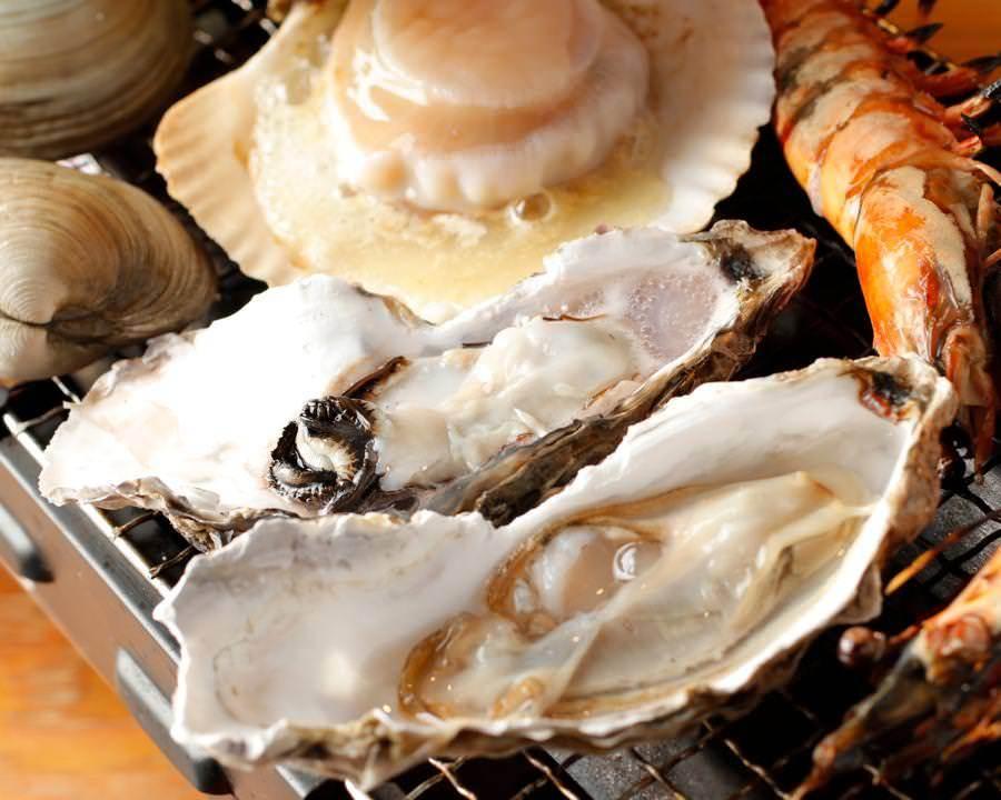 新宿三丁目の海鮮居酒屋「丸港水産」の牡蠣